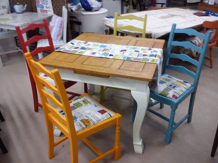 Multicoloured set No.2 again influenced by the retro style fabric. A stripped and oiled top on an extending table.