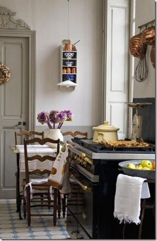 charming french kitchen... And I love the door design