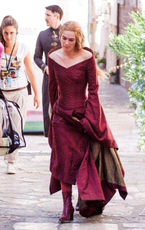 Game Of Thrones heats up: Lena Headey shows off her tiny waist in corset dress…