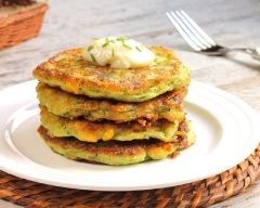 Beignets moelleux de légumes râpés : http://www.cuisineaz.com/recettes/beignets-moelleux-de-legumes-rapes-79380.aspx
