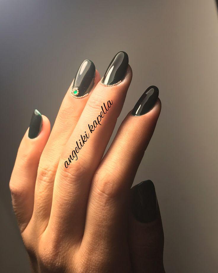 Dark Green nails, xaviar gold nails