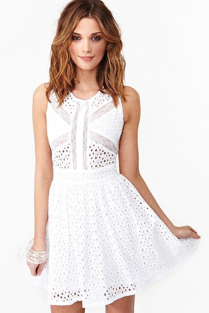 Vestido branco curto para o verão - http://vestidododia.com.br/vestidos-curtos/vestido-branco-curto/ #fashion #dresses