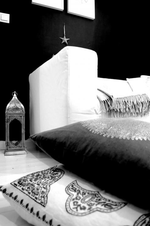 Black, White and Silver. Moroccan contrasts.