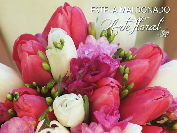 Tulipanes en diversos colores  #bodas #bodasmexico #sanmigueldeallende #guanajuato #mexico #weddings #tulips #bloom #ramodenovia #bouquet