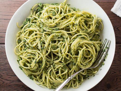 Espaguetis con hierbas aromáticas - Recetas Espaguetis