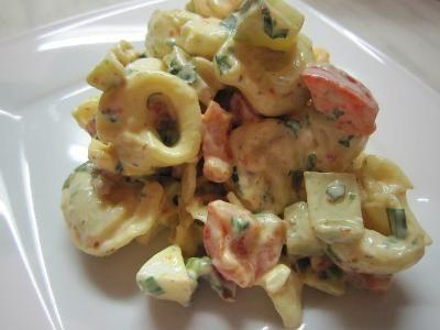 Sałatka z Tortellini , Suszonymi Pomidorami i Papryką