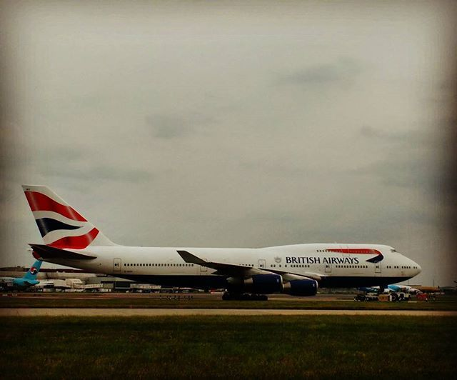 A rainha vai passar #747 #britishairways #heathrow