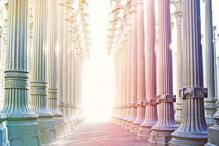 GUIDES : Chaque être humain est entouré de guides spirituels, de parents invisibles. Ces êtres spirituels ont été appelés anges, être de lumière ou