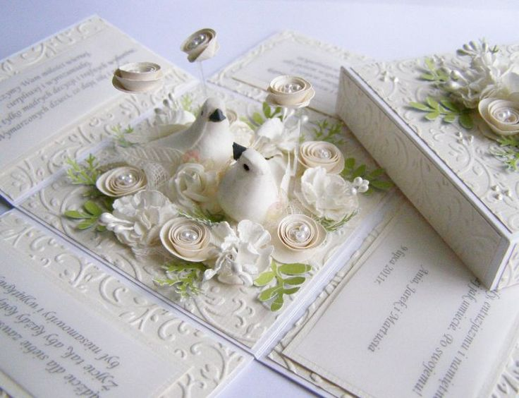 Pudełeczko z okazji ślubu :) Jestem z niego naprawdę dumna :))) Do jego zrobienia użyłam papieru wizytówkowego  i płytki do wytłaczania. Efe...