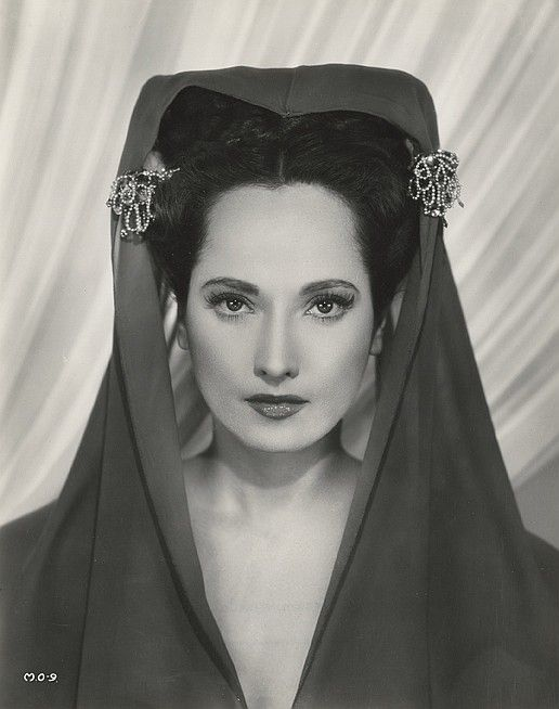 Merle Oberon. Such an exotic beauty.
