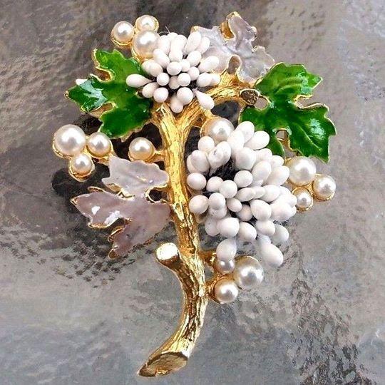 Брошь Цветущий виноград, FLORENZA, сплав золотистого тона, эмали, иск жемчуг, 1950-1960