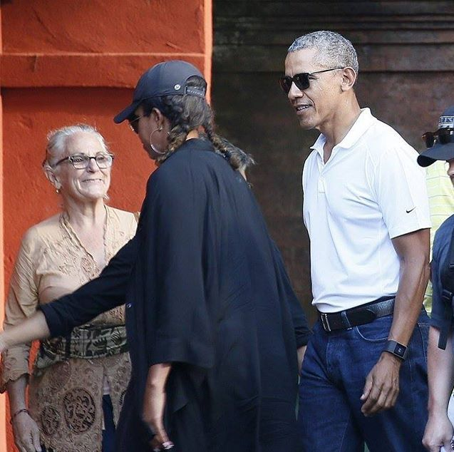 The Obamas visited the #TirtaEmpulTemple in Bali, 6/27/17.TheObamas #FamilyVacation �#44thPresident #BarackObama #FirstLady #MichelleObama & Their #Daughters #MaliaObama & #SashaObama #Bali #Indonesia #Vacation Barack Obama #lived there in the 1960s after his mother Ann Dunham married second husband Lolo Soetoro, a native #Indonesian his #sister Maya Soetoro-Ng. & her family joined The Obamas on Vacation �#