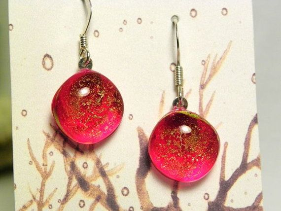 A pair of earrings in dichroic glass fused on red Murano glass.