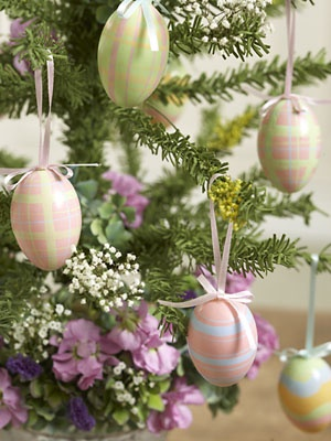 egg tree: Easter Holiday, Trees, Holidays, Easter Eggs, Happy Easter, Easter Spring, Easter Ideas