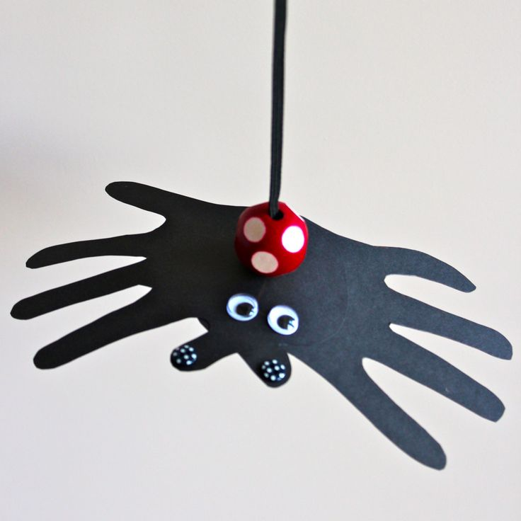 DIY bouncing handprint spiders for Halloween