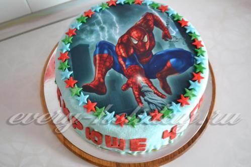 Торт «Человек-паук» с мастикой и сахарной картинкой