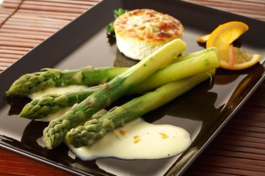 Terroir de Touraine - Mangez local et de saison - Les recettes - Pointe d\'asperges et leur flan, sauce maltaise