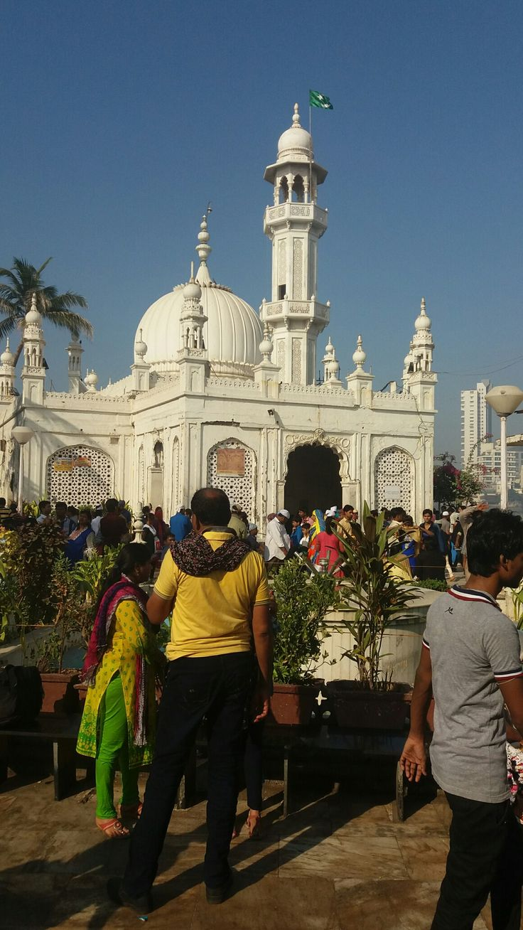 Haji Ali Dargah, Mumbai: The dargah which stands on rocky islets off the coast of Mumbai attracts over 100,000 devotees a week. It is a major landmark in Mumbai.