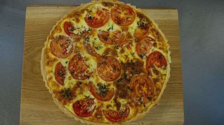 Lincolnshire Poacher is versatile and cooks really well - it's absolutely perfect served simply with a buttery and flaky pastry base and tomatoes.