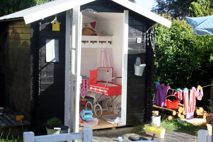 Wauw, nog leuker dan een mini-speelhuisje! Een echt huisje, met waslijn etc! Ubercool!