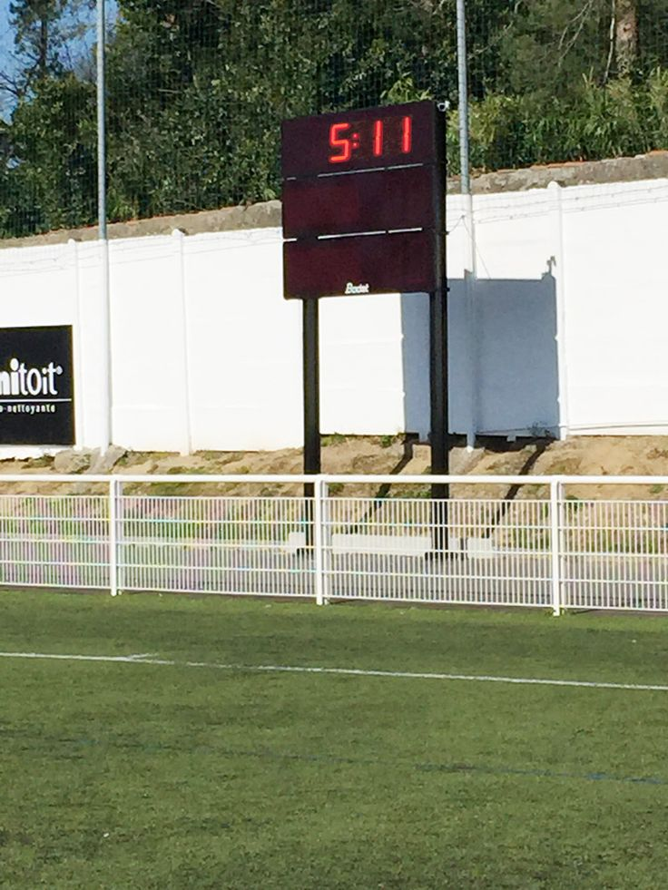 Tableau d'affichage sportif Bodet installé à Cholet au Stade Pierre Blouen pour l'équipe de football du SOC - Stade olympique choletais - évoluant en CFA2. En savoir plus sur le modèle tableau BT2045 Alpha : http://www.bodet-sport.com/tableaux/bt2045-alpha.html
