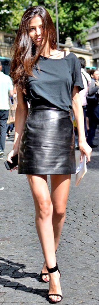 Barbara Martelo Black Leather Skirt. Street style leather love