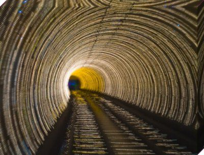 China, Shanghai, The Bund, Bund sightseeing tunnel (blurred motion), Assaf Frank Impressions sur toiles - Easyart.fr