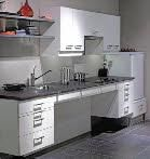 Aangepaste keukens Een aangepaste keuken, ook wel onderrijdbare keuken, hoeft niet saai te zijn! Wij laten u graag kiezen uit diverse mogelijkheden en kleuren om uw aangepaste keuken samen te stellen. Uw ergotherapeut, of wmo-consulent kan u uitstekend adviseren over de juiste instellingen en hoogtes. Een vaste opstelling, of een na stelbare (elektrische hoog- laag) keuken? Het is allemaal mogelijk, afhankelijk van uw wensen en of uw gezinssamenstelling.