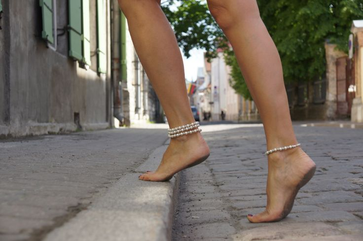 Barefoot in the streets... (http://www.lexoweb.com/Set143/gallery01.htm) Anklets by @verymicky