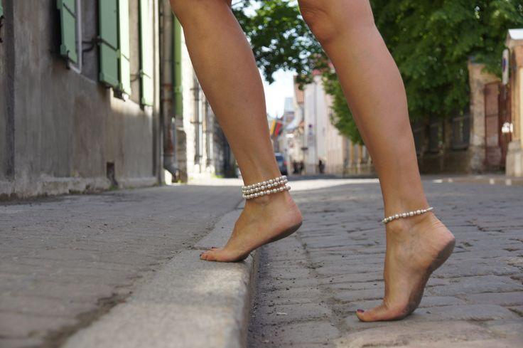 The benefits of wearing heels | Monagiza