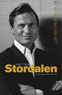 <i>Jag heter Petter Anker Stordalen. Jag gick från att vara Norges bästa jordgubbsförsäljare till att bygga upp en av Skandinaviens största hotellkoncerner. Idag har vi 180 hotell och 13 000 anställda.    Hela mitt liv har jag jagat framgången. Hela mitt liv har jag haft siktet inställt på framtiden. Mot nästa mål. Mot nästa affär. Mot nästa möjlighet. Jag har aldrig haft tid eller lust att skriva en bok.    Men under våren 2014 förändrades allt. Våren 2014 fick vi beskedet vi hade befa...