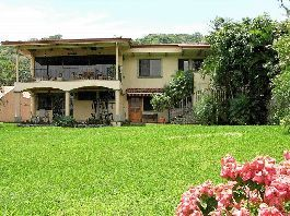 Para la venta, hermosa villa con 2 estudios en Alto las Palomas