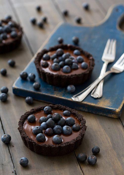 no bake blueberry truffle tarts