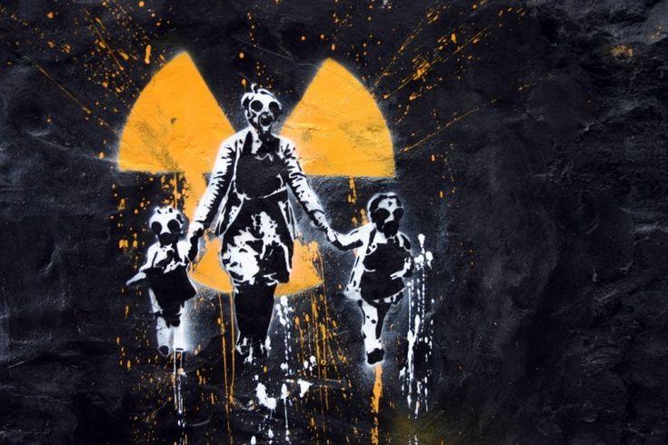Nous sommes vraiment au bord du gouffre et, on disserte sur le sexe des anges. Accepterez vous de vivre avec les radiations, comme les japonais ? De manger contaminé comme à Tchernobyl ? C'est ce qui risque de nous arriver, avec cette multiplication par...