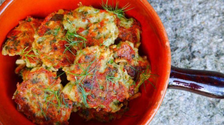 Mücver er tyrkisk grøntsagsfrikadeller med kartofler. Mücver kan serveres til middagen, puttes i madpakken og er en god sund snack til vegetarer. Klik her:
