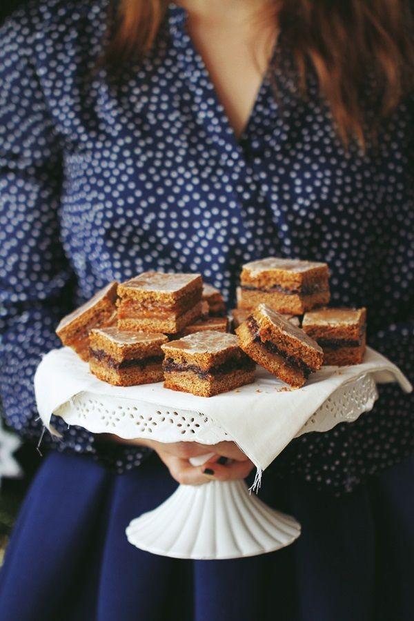 Cioccolato Gatto: Piernik z powidłami śliwkowymi. gotowy do podjadania od razu, ale najlepiej pozwolić mu na leżakowanie minimum przez jeden dzień, może dwa. Po tym czasie jest taki dobry! - mięciutki, aromatyczny, z pysznymi powidłami.