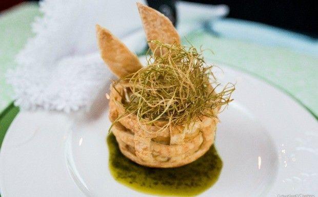 Folhado de bacalhau com crisp de alho-por (Foto: Divulgao)