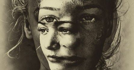 Τα πρωινά δεν έχουμε ταυτότητα. Για ελάχιστες στιγμές αφότου ανοίξουν τα μάτια μας είμαστε κενοί, άδειοι από εαυτό, είμαστε απλ...