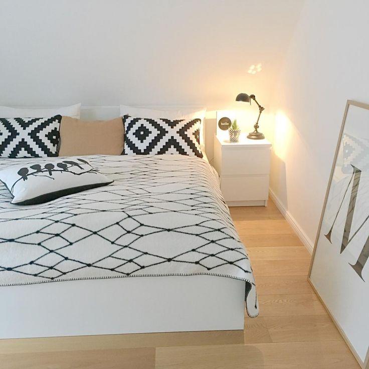 die besten 25 bett unter dachschr ge ideen auf pinterest einbauschrank unter dachschr ge. Black Bedroom Furniture Sets. Home Design Ideas