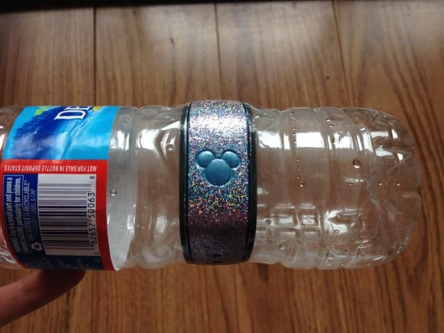 use nailpolish to decorate Magic Bands. This one uses a base blue and a glitter. Good idea to use bottle