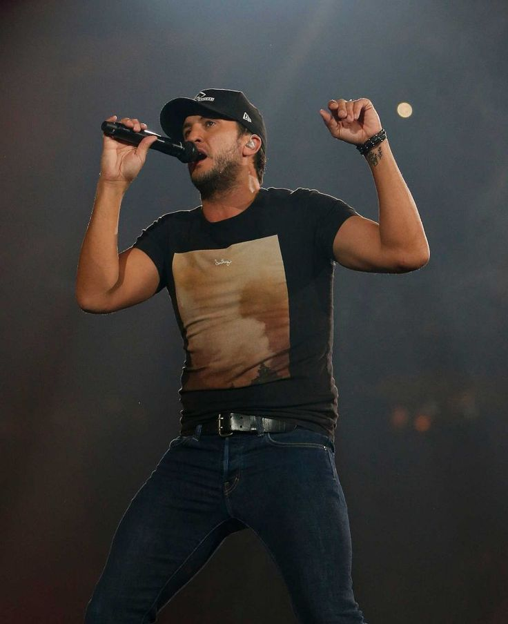 Luke Bryan performs at RodeoHouston on Thursday.