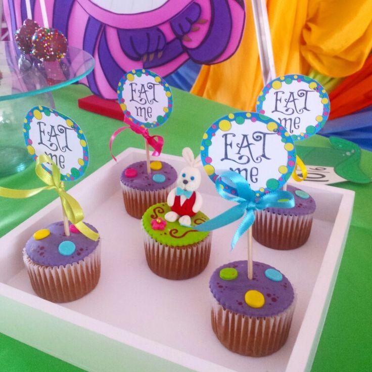 Acompañamos a sarita en su primer añito  Cupcakes alicia en el país de las maravillas #CupcakesPalmira #AliceInWonderlandCupcakes #CupcakesAliciaEnElPaisDeLasMaravillas