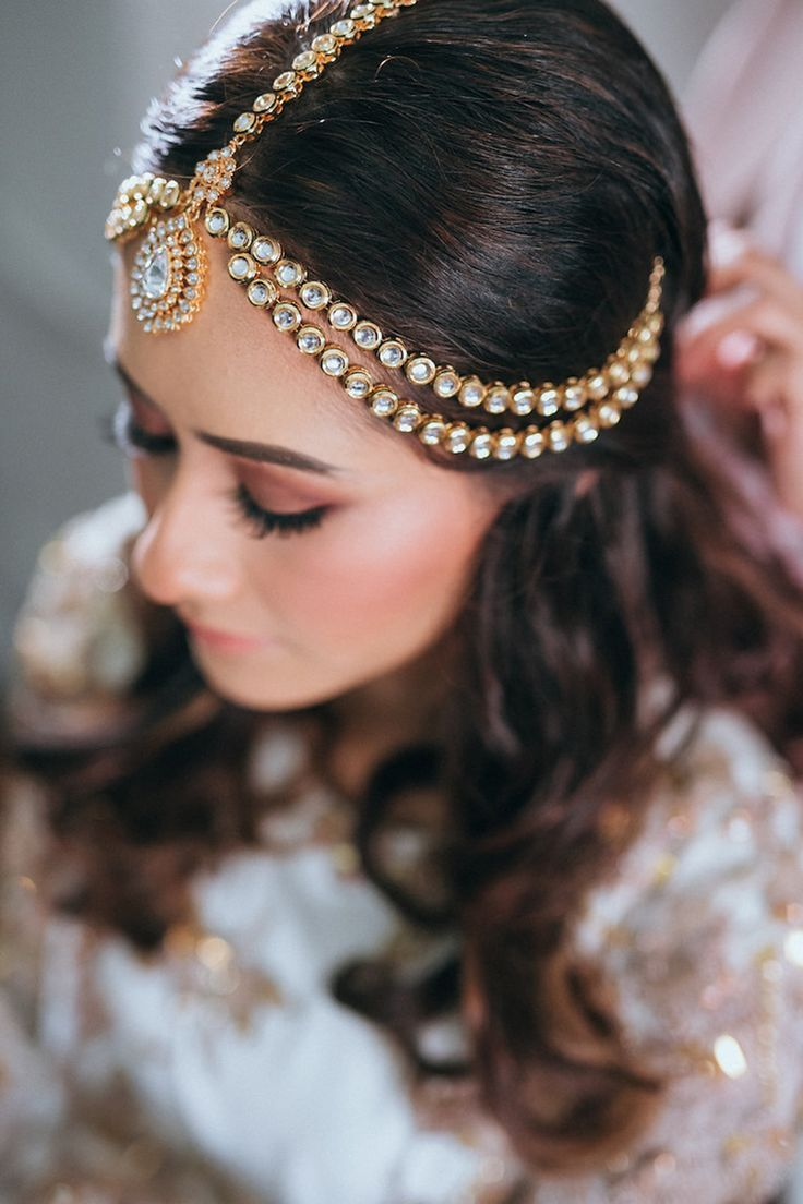 Gorgeous traditional bridal hair piece in silver and gold // Two worlds became one on Razif and Sarah's big day as the couple tied the knot in a combined celebration that honoured both Arabic and Malay cultures. The couple's Singapore wedding was shot by Hafizudin Hamdan Photography and held at The Grassroots' Club in the presence of nearly 1700 people.
