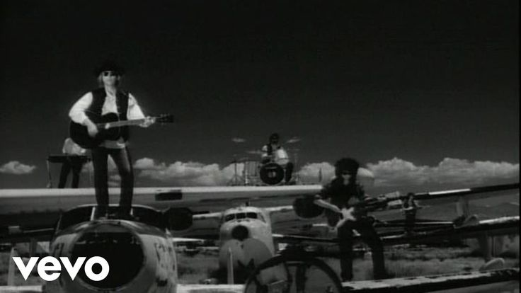Music video by Tom Petty performing Learning To Fly. (C) 1991 UMG Recordings, Inc.