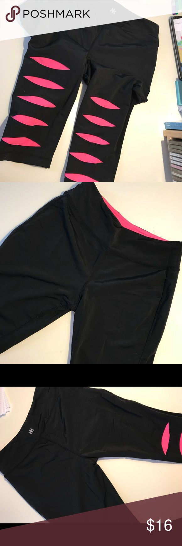 KYODAN LEGGINGS LIKE NEW Comfortable, no show, spandex material, super comfortable nd wonderful to run, lounge, workout in or stay in all day!!   Runs true to size calf length\ above the ankle/ below the knee crop leggings Kyodan Pants Leggings