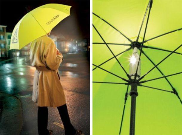 雨の夜道、歩きにくいだけでなく、車からも見えにくくて危ないですよね。 蛍光色の傘もありますが、暗がりで目立つには限界が。安全性を追求した、居場所を伝える傘「StrideLite」なら、よく目立って大助かりかもしれません。 LEDが黄色い傘布全体を照らして光り、存在感をさらに高めます。 柄の部分に、電池が入っているようで...