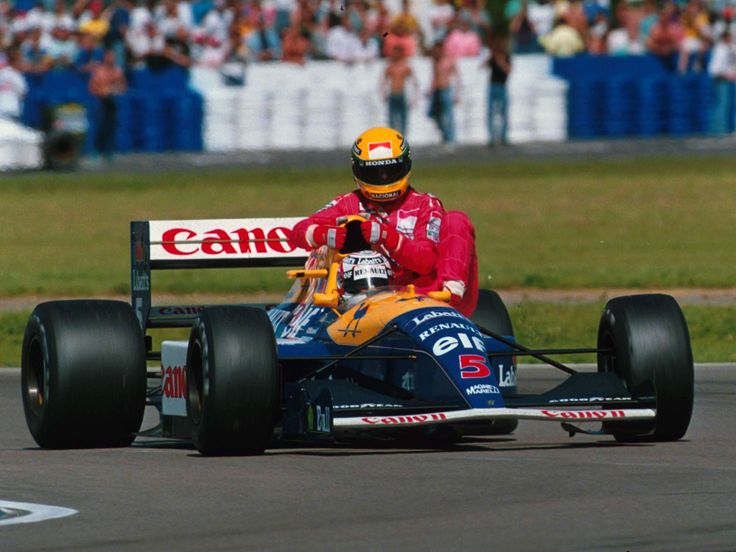 Something you won't see in an F1 race today. Nigel Mansell gives Ayrton Senna a lift after the latter ran out of fuel. Williams GP. Great Britain. Silverstone Circuit. July 14th 1991 http://www.f1-site.com/f1-wallpaper/history-wallpapers/708-historical_photo_f1#