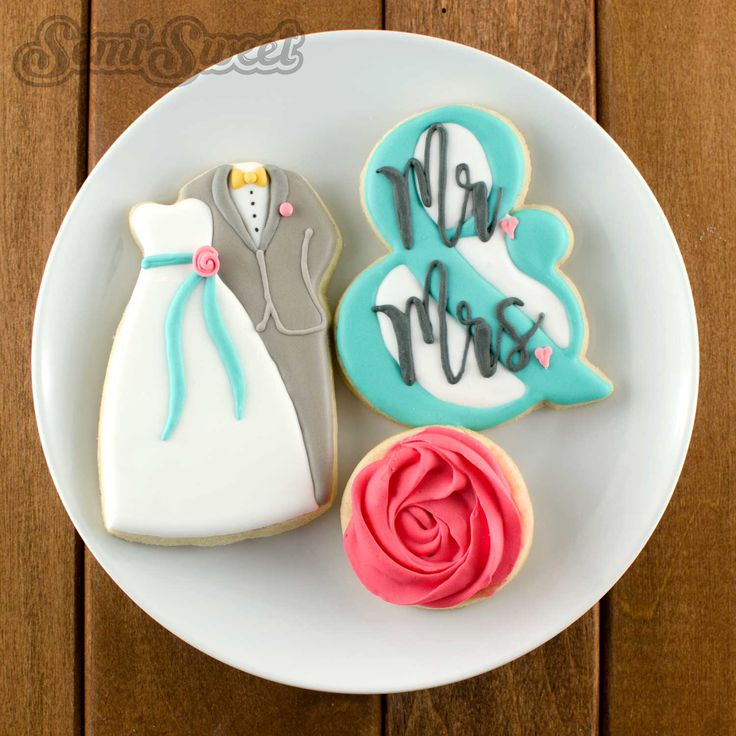 How to Make Wedding Couple Cookies by Semi Sweet Designs (@semisweetmike) | Detailed tutorial with video to show you how to make this beautiful wedding couple cookie!