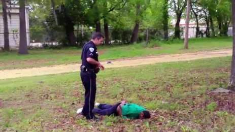 ΗΠΑ: Αστυνομικός δολοφονεί εν ψυχρώ Αφροαμερικανό [VIDEO] | TVXS - TV Χωρίς Σύνορα