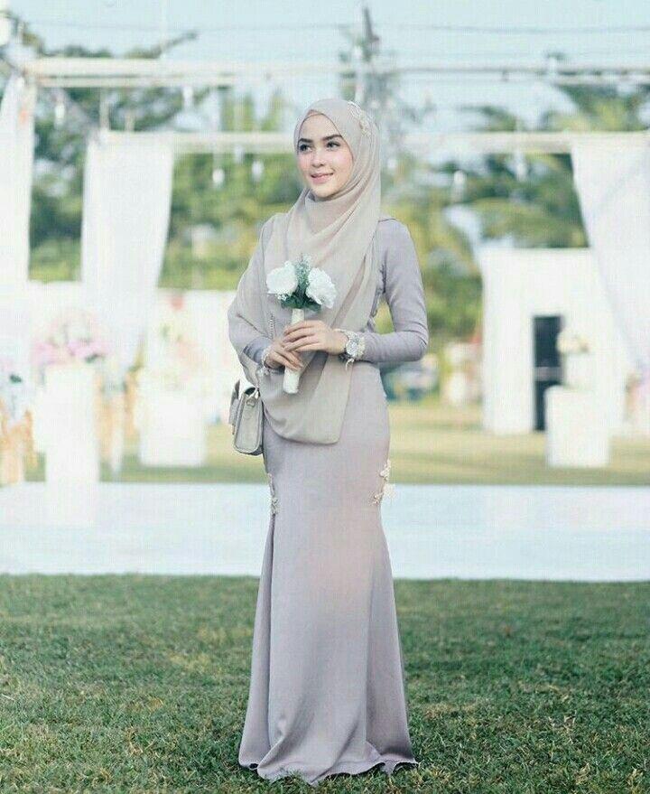 Follow me and she on instagram @hamda.auliaa @hamidahrachmayanti